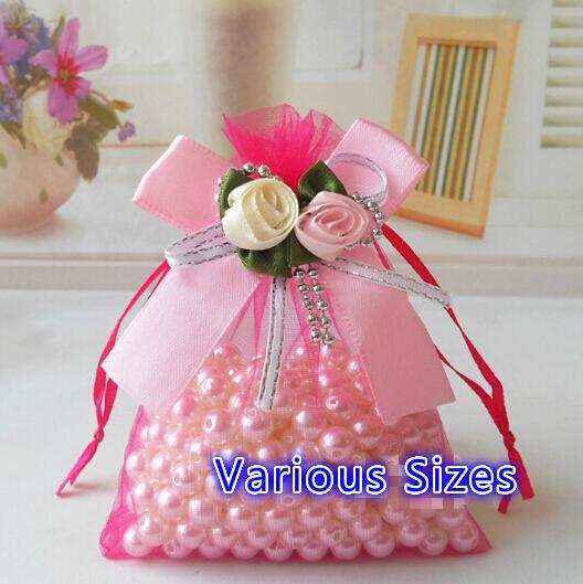 .Free Ship 100 pcs Différentes Tailles Organza Sacs Tulipe Bowknot Perles D'affaires Promotionnel Emballage Sac Sachet Bonbons Perles De Noël Cadeau Sacs