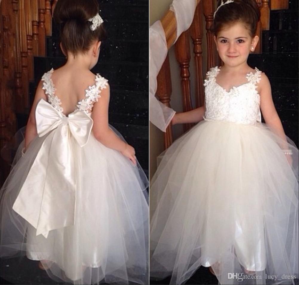 Adorável flor meninas vestidos com v decoço dois alças apliques tule chão comprimento branco júnior vestido de dama de honra de backless vestidos de pageant