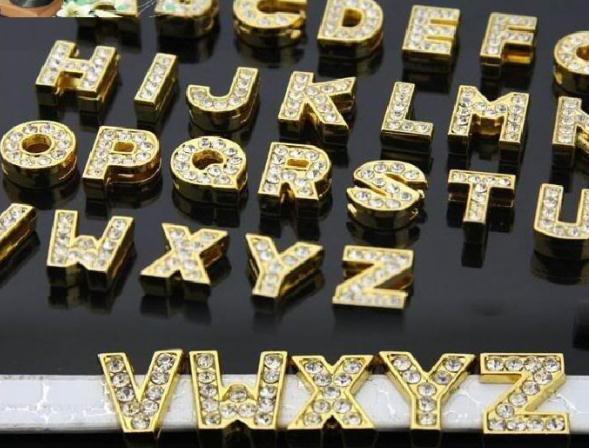 130 unids / lote 10 mm A-Z color oro letras de diapositivas diy encantos aptos para pulsera de pulsera de cuero de 10 mm