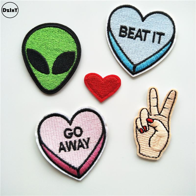 Ufo Alien Parches Bordado Hierro en parches para la ropa Diy Stripes Ropa Corazón Pegatinas Dedos Apliques