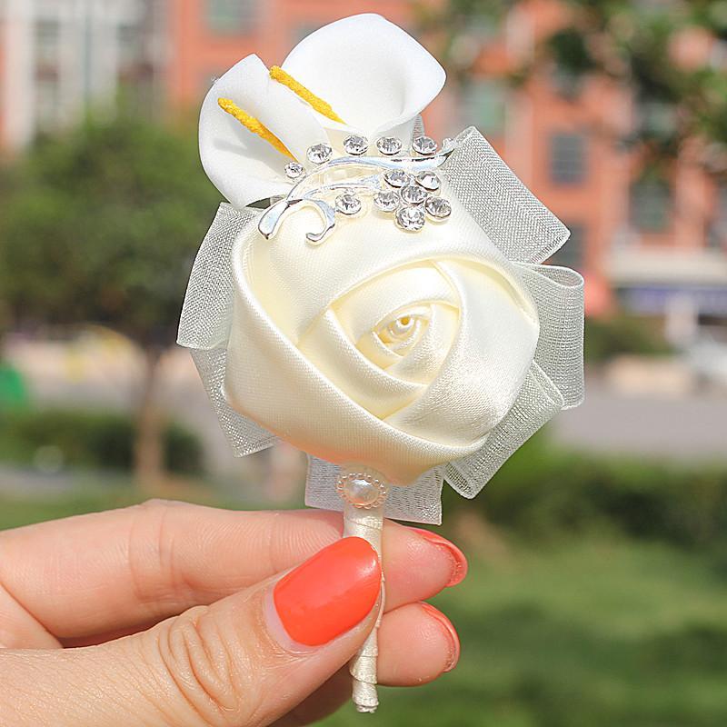 Heißer Verkaufs-5pcs Lot Elfenbein-Rosen-Blumen-Pe Calla-Lilien-Bräutigam-Blume im Knopfloch Hochzeit Man Suit Kristall Corsage Pin Satin Knopfloch Dekoratives