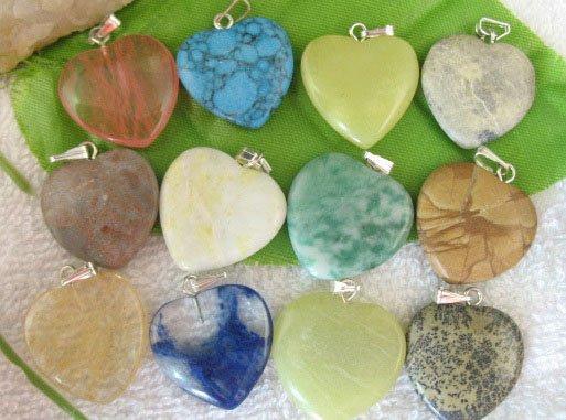 5 paquetes GemStone encantos del corazón en caja colgantes AL POR MAYOR M7355
