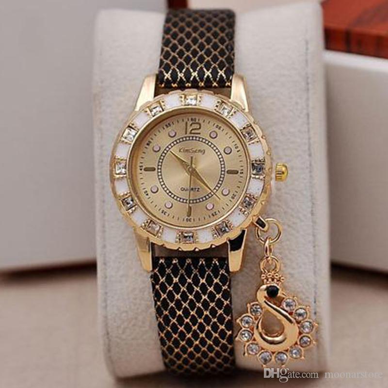 Наручные женские часы с кристаллами и камнями Сваровски