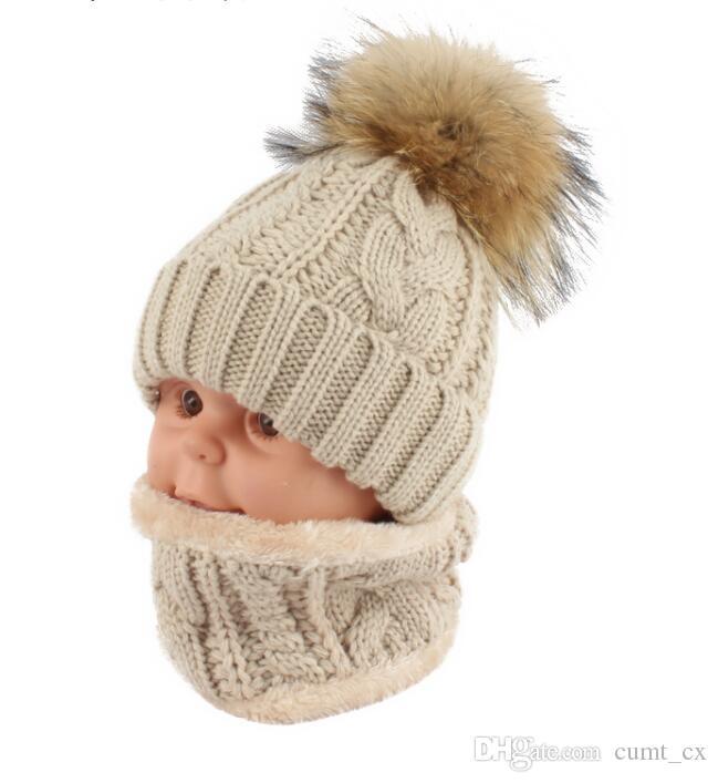 Niños niños Sombrero de invierno Bufanda set Sombrero de bola de piel de mapache Sombreros de pompón Pom Sombreros de niña de cálida gorro de lana Bufanda