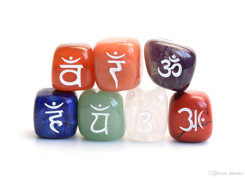7 peças Natural Chakra Pedras Tombadas Gravado Sânscrito Chakra Símbolos com Bolsa Livre