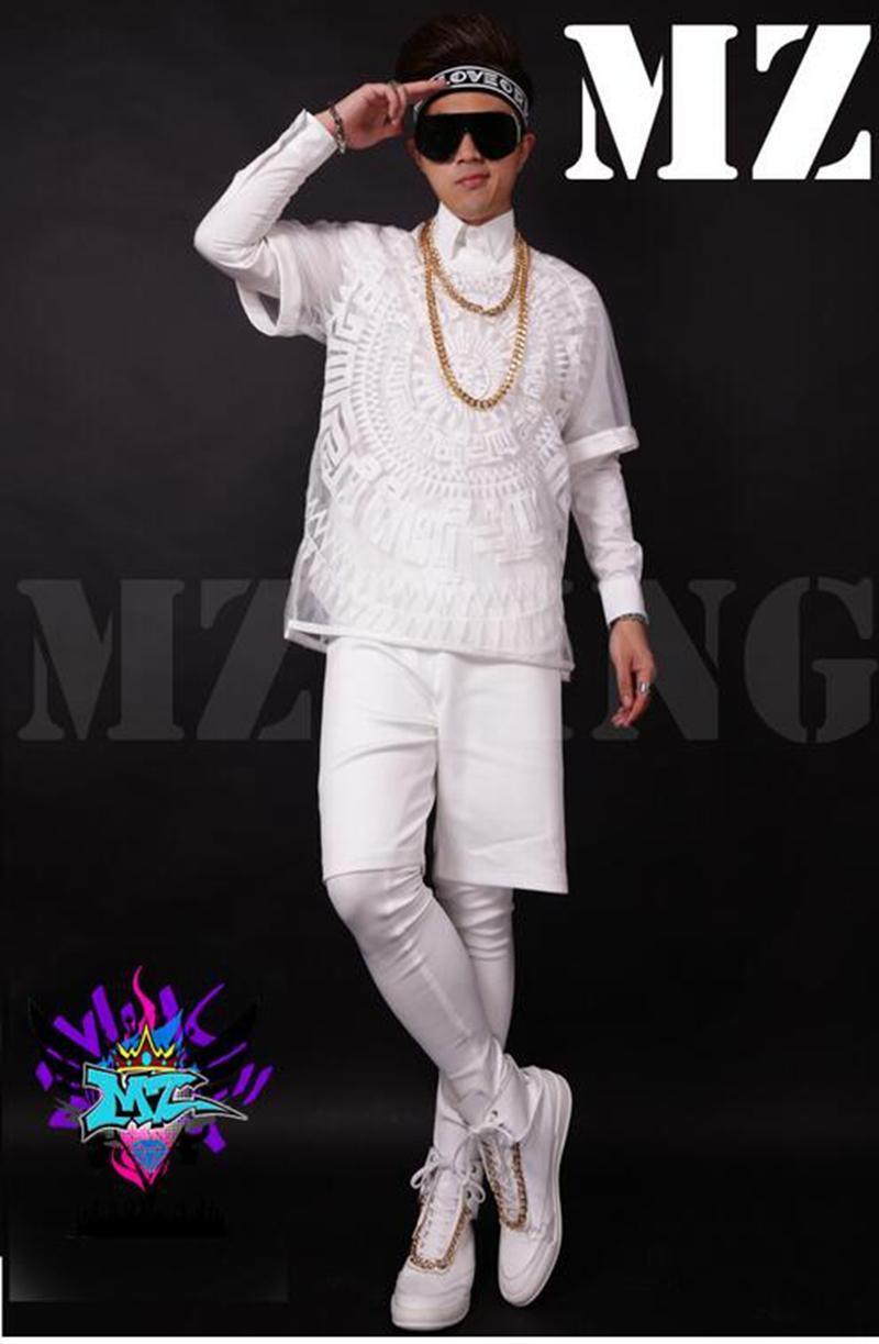 유럽과 활주로에있는 남자 가수 클럽 손님들은 반투명의 하얀 흰색 거즈 3 d 자수 힙합 의상을 입고 있습니다. S - 6 xl