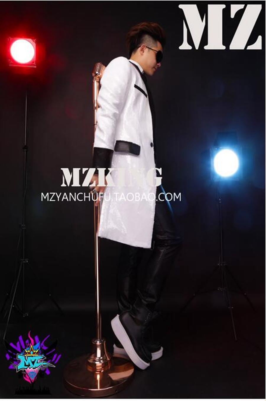 한국어 버전 활주로에서 남성 가수 유행 나이트 클럽 긴 검은 가죽 의상 맞춤법 흰색 조각을 찾습니다. S - 6xl