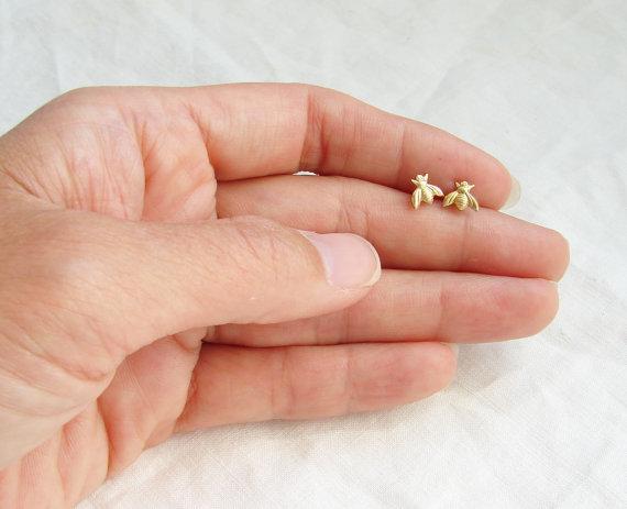 10Pairs- S021 Orecchini in oro con miele e ape Orecchini a cono piccolo in legno Woodland Insetto in volo con uccello Honey Bumble Orecchini a lobo