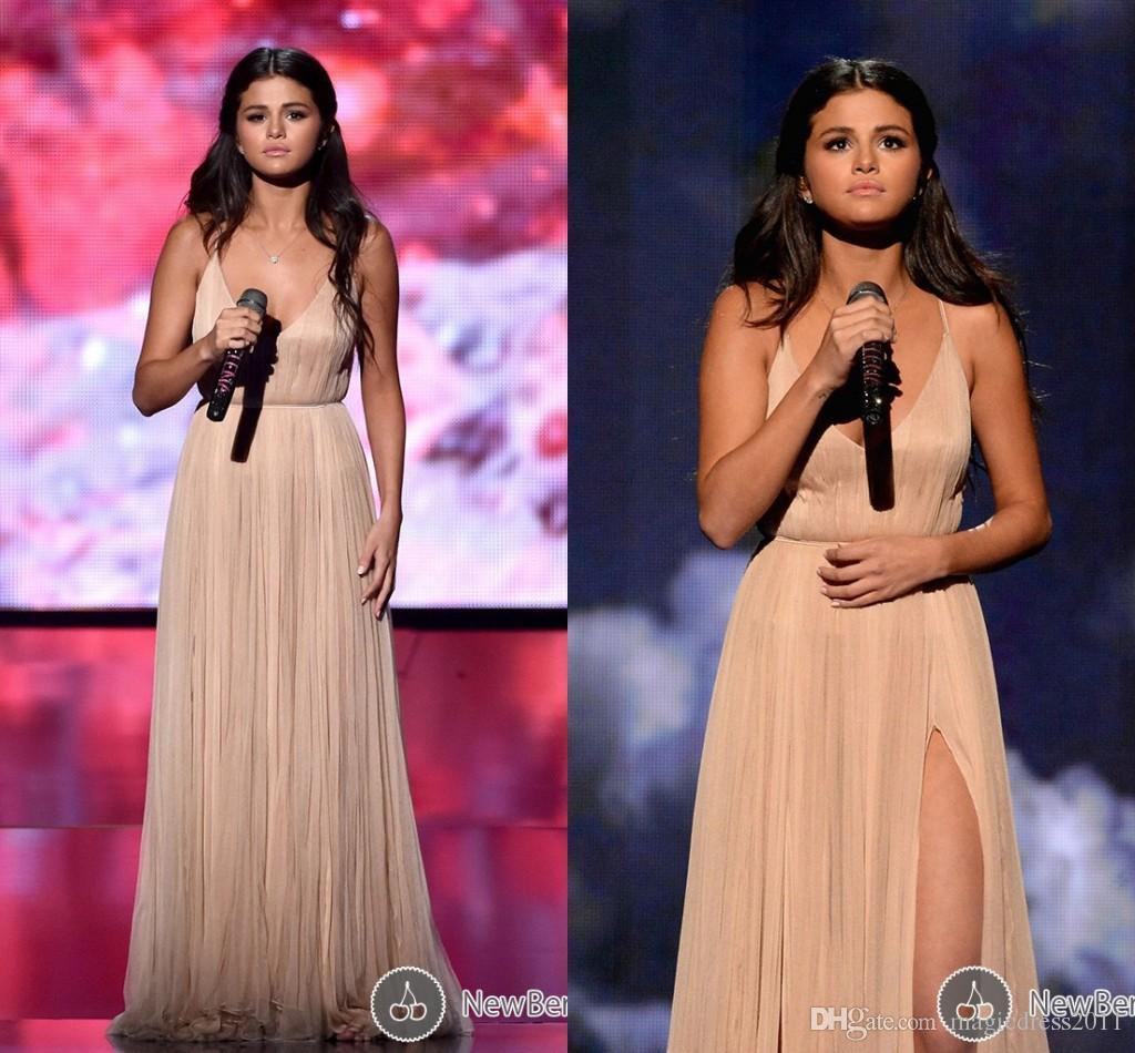 Champagne chaud robe de soirée de bal avec dos nu A-line col en V haut divisé robe de célébrité formelle pour Selena Gomez American Music Awards 2019