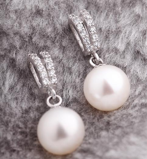 Hot sale 8-9mm white natural pearl earrings perfect circle 925 silver inlay zircon HFY-1572