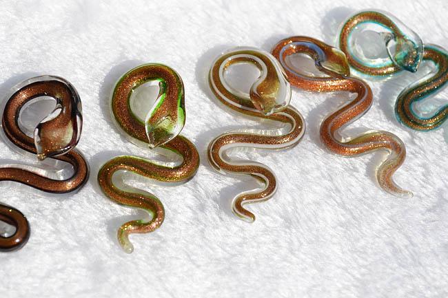 Pendentifs collier adaptent la poussière d'or serpent animaux Lampwork main italienne Pendentif en verre de Murano beaucoup de gros bijoux de mode