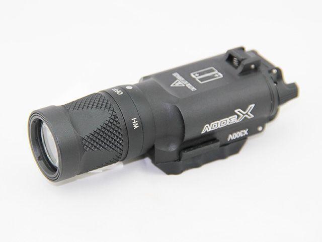 SF LED X300V Mini Picatinny Weaplelight Latarka taktyczna (biała i flash) czarna