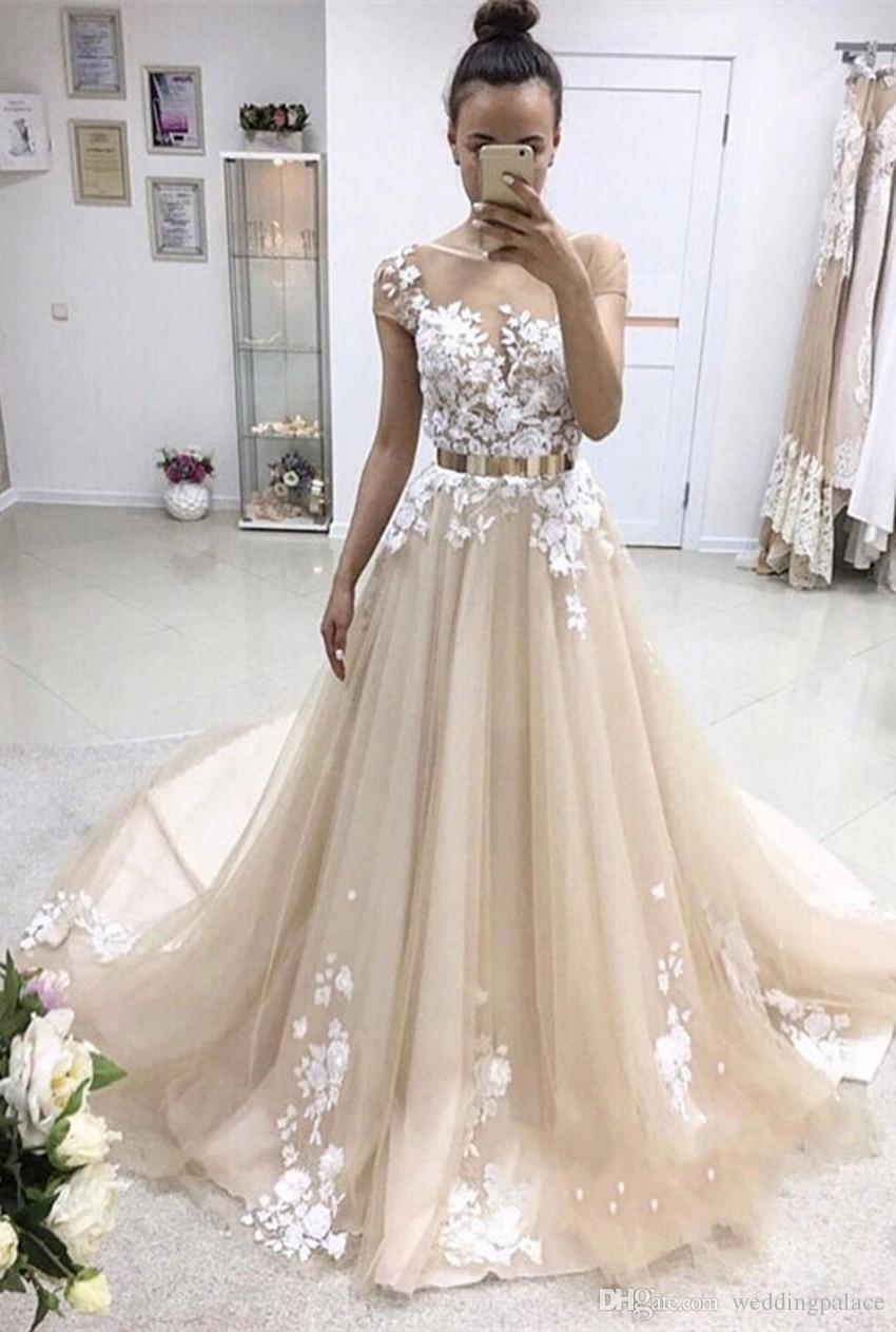 2018 Latest Short Sleeve Long Prom Dresses Appliques Lace Button Back Tulle Chapel Train Evening Party Dresses
