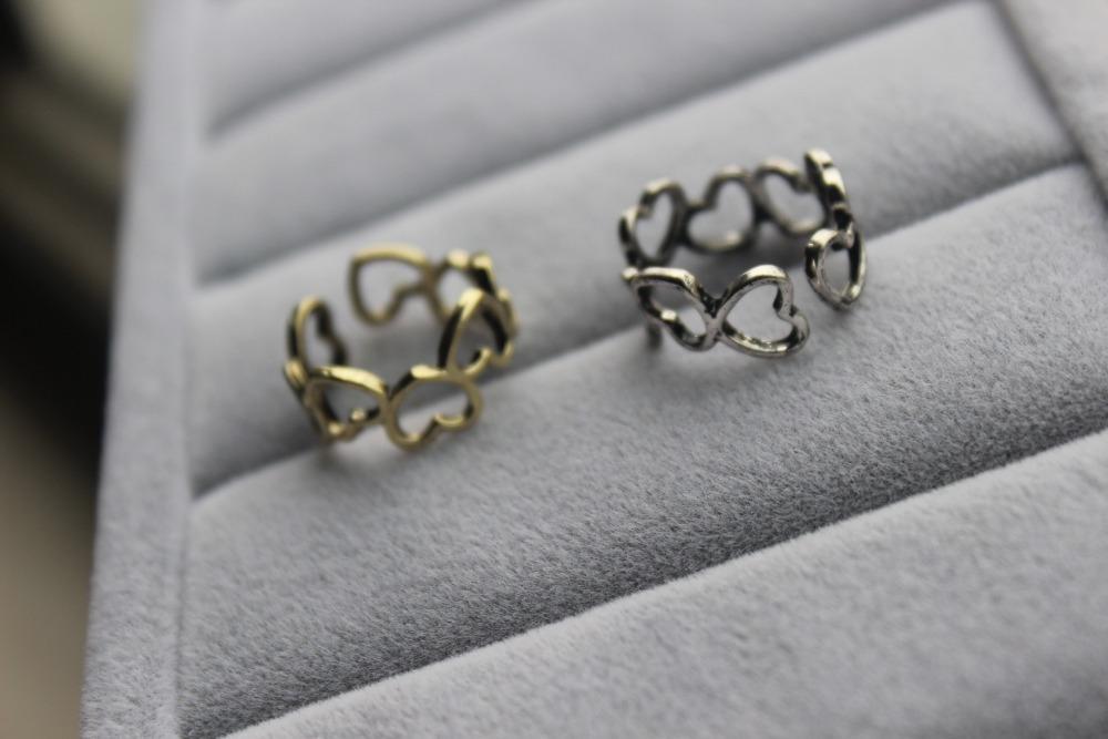 Moda özel tasarım stili yüzük, birkaç küçük kalpler birbirine bağlı güzel bir halka birbirine bağlanır