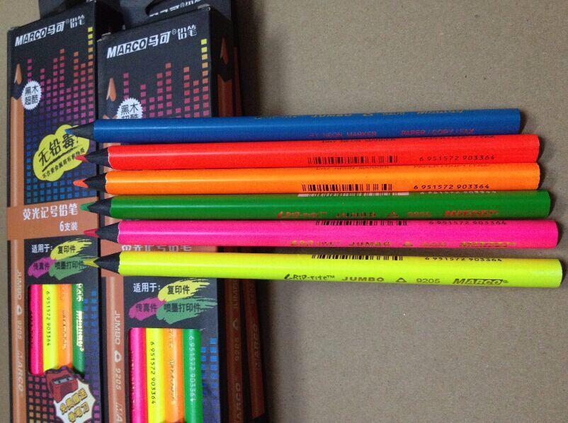 6pcs / boîte Marco Triangle brut bois noir 6 couleurs Sec recharge fluorescente Surligneurs crayon de couleur crayon marqueur néon sec pour papier