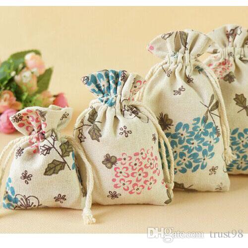 Bolsa de regalo de yute de lino de flores 7x9cm 9x12cm paquete de 9x15cm de 100 Fiesta de cumpleaños del sostenedor del favor de la boda Saco de la joyería bolsa de cordón