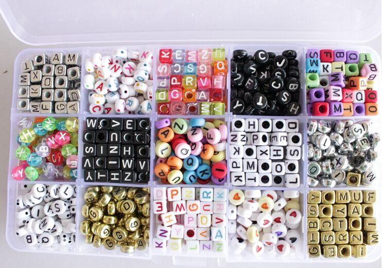 16 stili 1000 pc / lotto telaio alfabeto Perline acriliche fascini Bands bracciale in gomma silicone fai da te Ricariche Cube Beads Lettera Pendenti Accessori