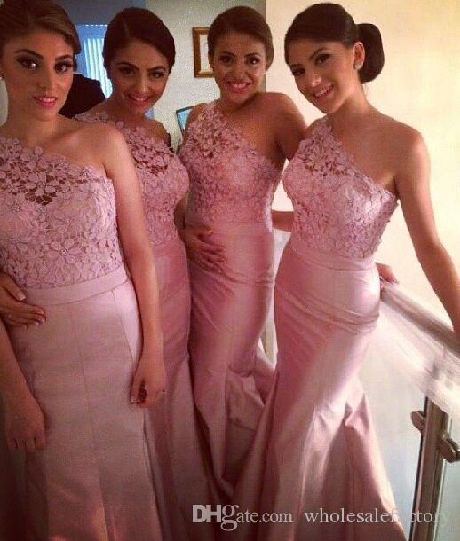 Indien Nigeria Pink One Shoulder Long Bridesmaid Dresses Lace Taffeta Täckta Knappar Mermaid Maint of Honor Formell klänning Party Dresses