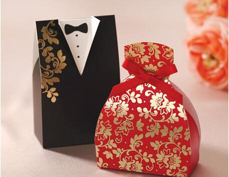 2015 Unique Red And Black Laser Cut Wedding Favor Holders Gift Boxes Party Birthday Paper Bridegroom Bridal Model Hot Stamping Candy Bags Cone Shaped
