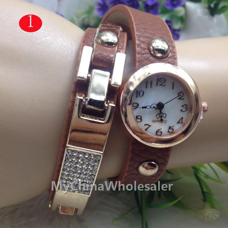 여성 명품 드레스 시계 새로운 도착 여성 빈티지 가죽 스트랩 시계 레트로 세트 오거 리벳 팔찌 고급 여성 시계
