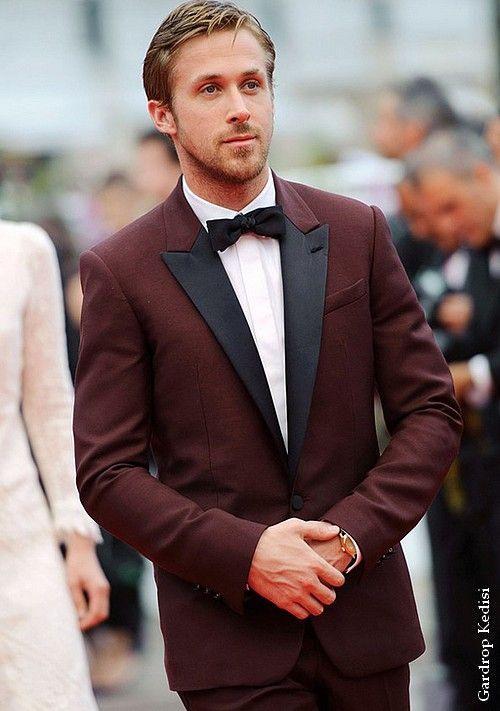 2015 por encargo del novio esmoquin Borgoña Slim Fit trajes de boda padrinos de boda mejor hombre formal trajes formales (chaqueta + pantalones + pajarita + pañuelo)