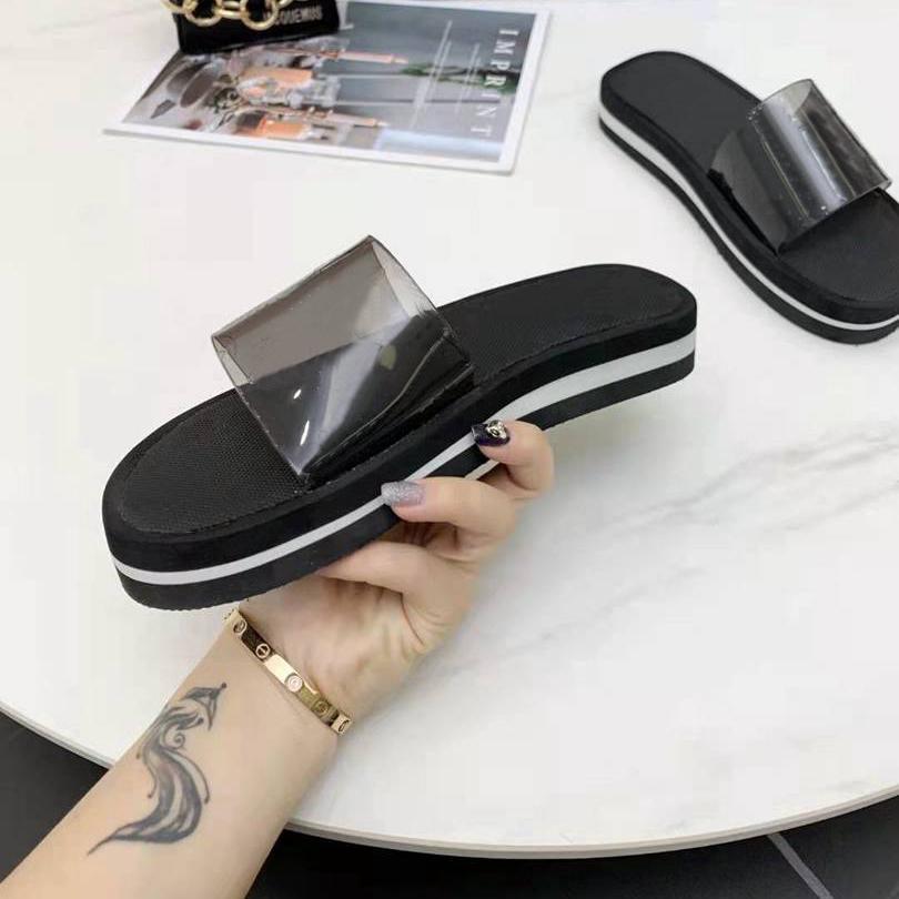 Lüks Kadın Terlik Moda Plaj Kalın Alt Terlik Platformu Kadın Ayakkabı Alfabe Lady Sandalet Deri Yüksek Topuk Slayt Büyük Boy 35-42