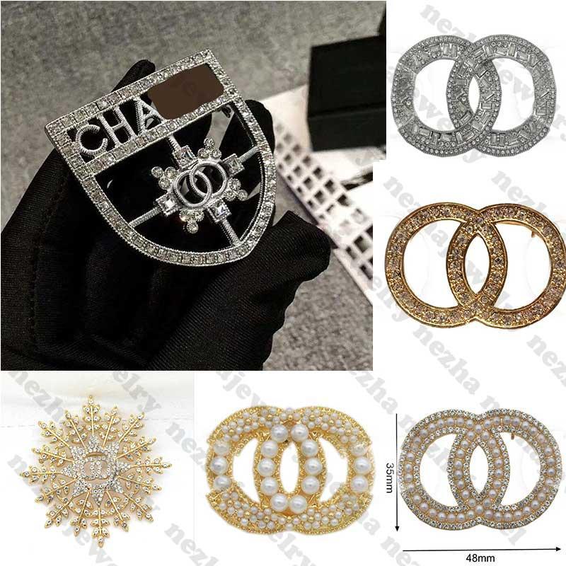 Designer di alta qualità Spilla Diamond Brooches Designer gioielli perla c lettera spilla perni eleganti moda donna costume