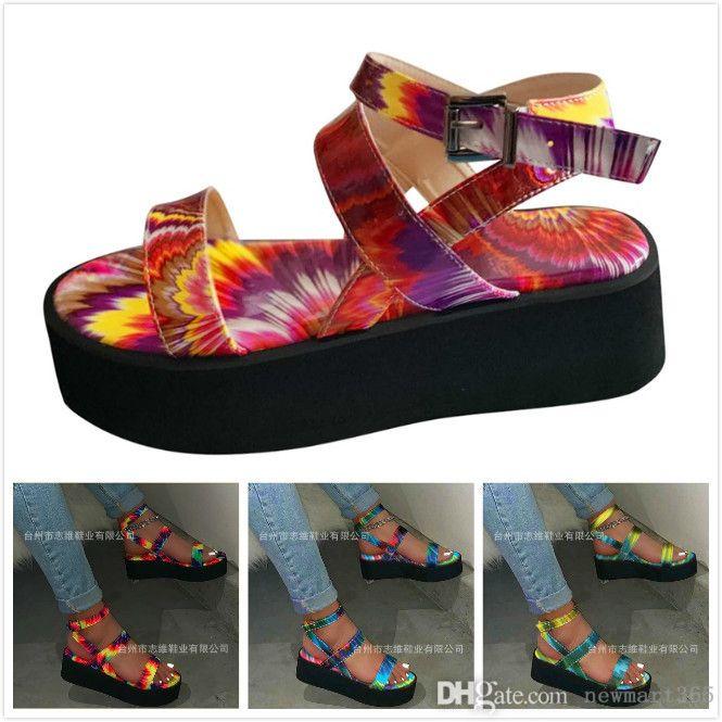 디자이너 여성 샌들 다채로운 슬라이드 멋진 여름 슬로프 발 뒤꿈치 두꺼운 하단 신발 무지개 오픈 발가락 한 줄 버클 발목 스트랩