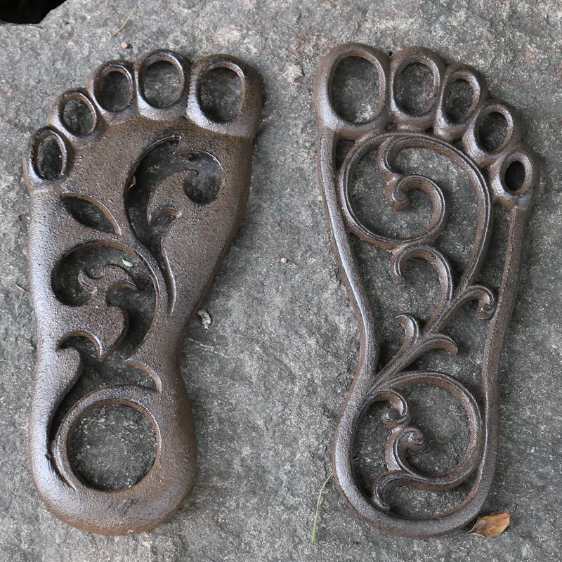 2 Pairs/ 4 Pieces Foot Shape Cast Iron Door Mat Home Metal Welcome Stepping Doormat Outdoor Inside Plaque Right Left Garden Patio Courtyard Lawn Decor Antique Brown
