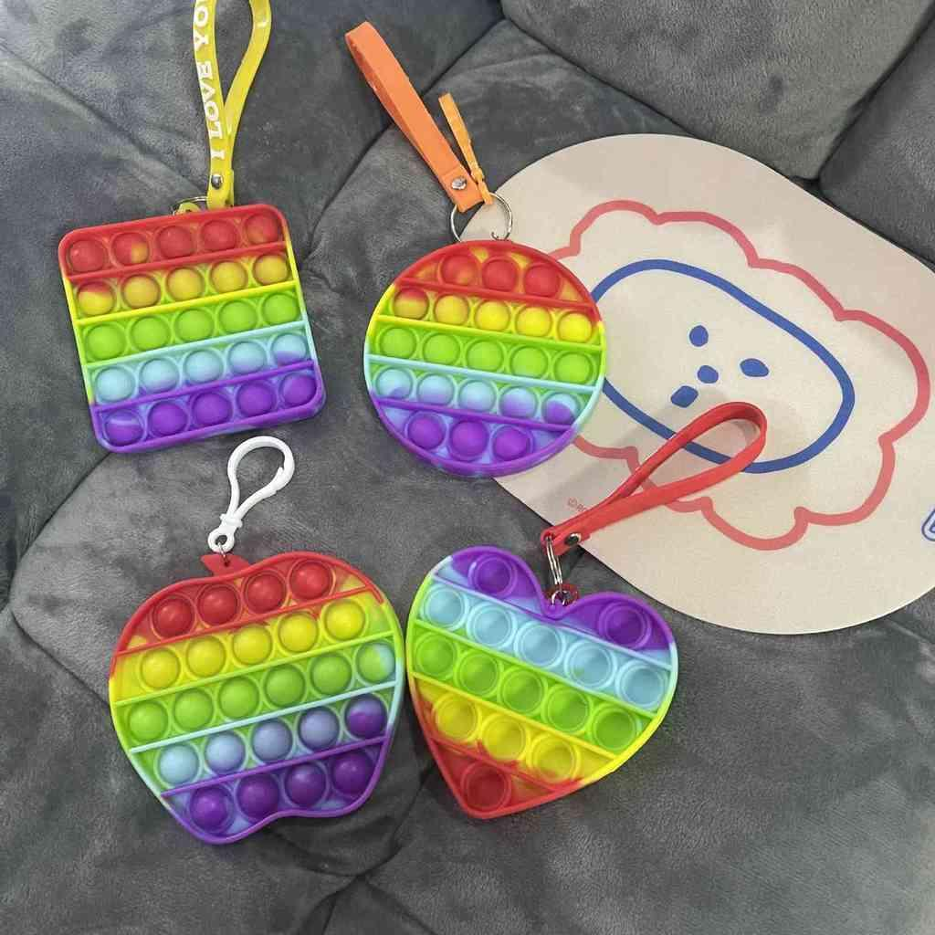 Rainbow Pioneer Fidget Giocattoli Push Pop Bubble Poppers Key Catena APPLE Auto Silicone Bambini Patchwork DECOMPRESSIONE EDUCATIONALE DECOMPRESSIONE SEMPLICE DAPPO POO-PANDENT G4WRGNC