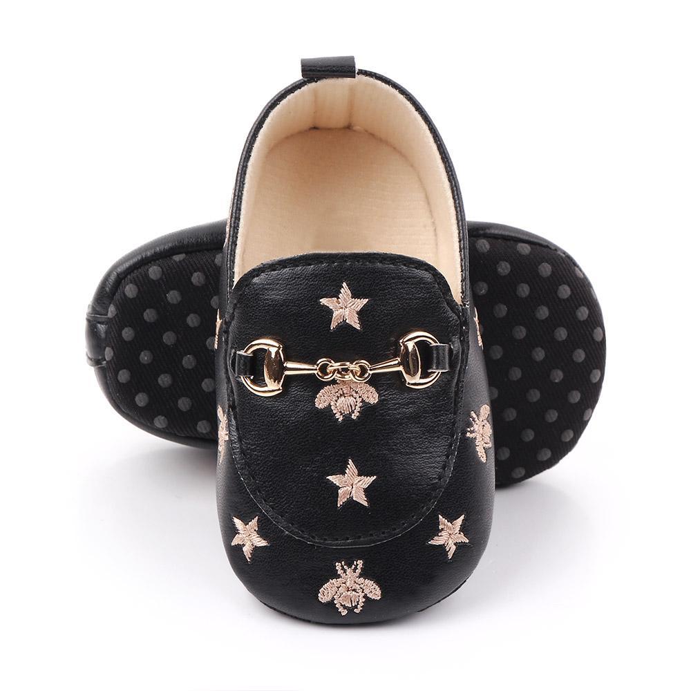 2021 طفل أحذية جلدية 0-12 متر مع النجوم النجوم الأولى مشوا الأحذية سرير الرضع مصمم أحذية الاطفال عارضة النعال الصغار الناعمة وحيد الانزلاق على النعال