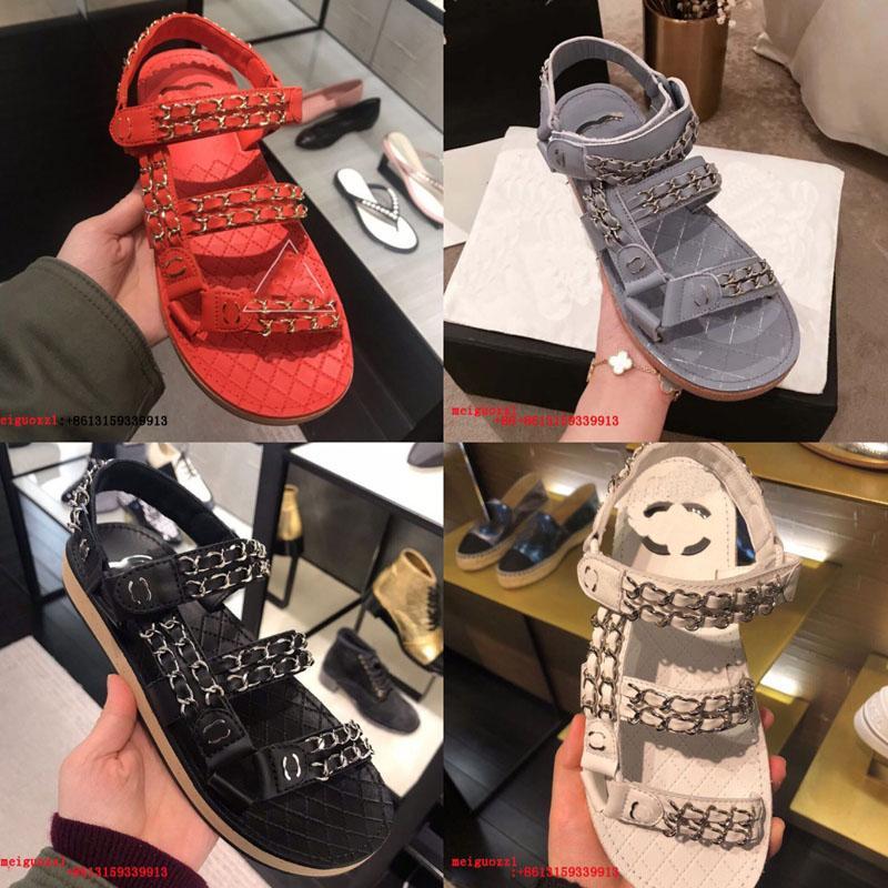 Sandálias femininas Flats Designer Cria de Alta Qualidade Verão Praia Casual Sandálias de Velcro Cadeia de Metal Genuine leathers sandálias 2021new com caixa
