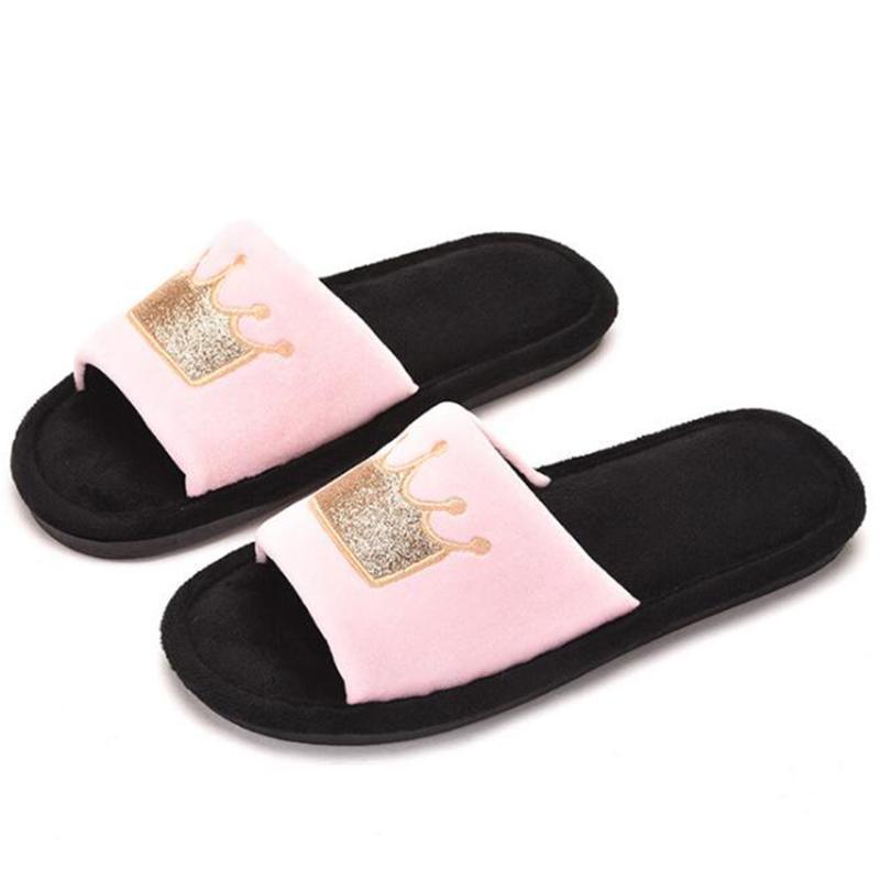 Zapatillas de piel de mujer Invierno Peluche calientes zapatos de interior femenino moda patrón de corona de algodón antideslizante de algodón XX636