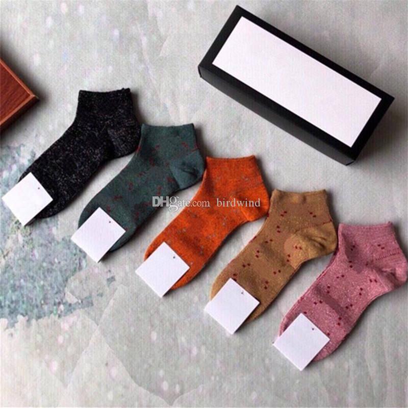 클래식 편지 Mens 양말 속옷 부드러운 면화 남성 여성 양말 고품질 커플 짧은 스타킹 5 쌍 / 박스