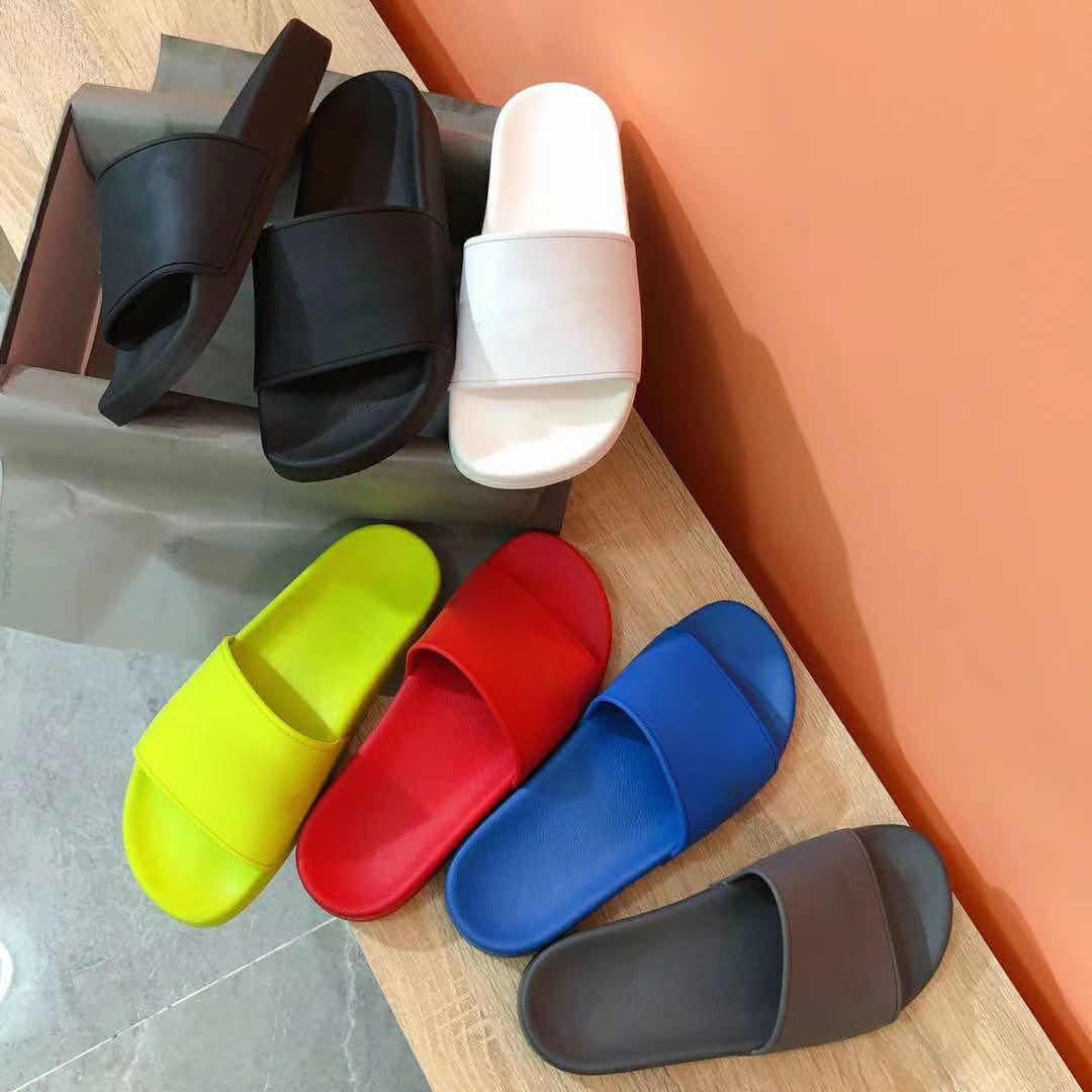 Scivoli classici estivi Donne Donne Donne Designer Pantofole Flat Flip Flops Uomo Sandali da donna di alta qualità Sandali TPU Sildi Mens con Box Size 35-46
