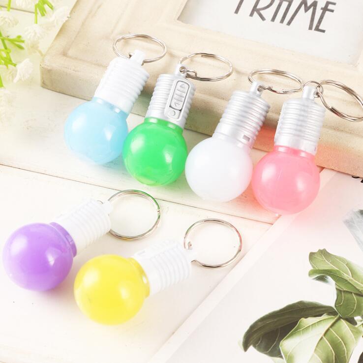 아이 장난감 컬러 셸 자동 색상 LED 전구 키 체인 크리 에이 티브 장난감 작은 선물 이벤트주는 펜던트 참신 쥬얼리