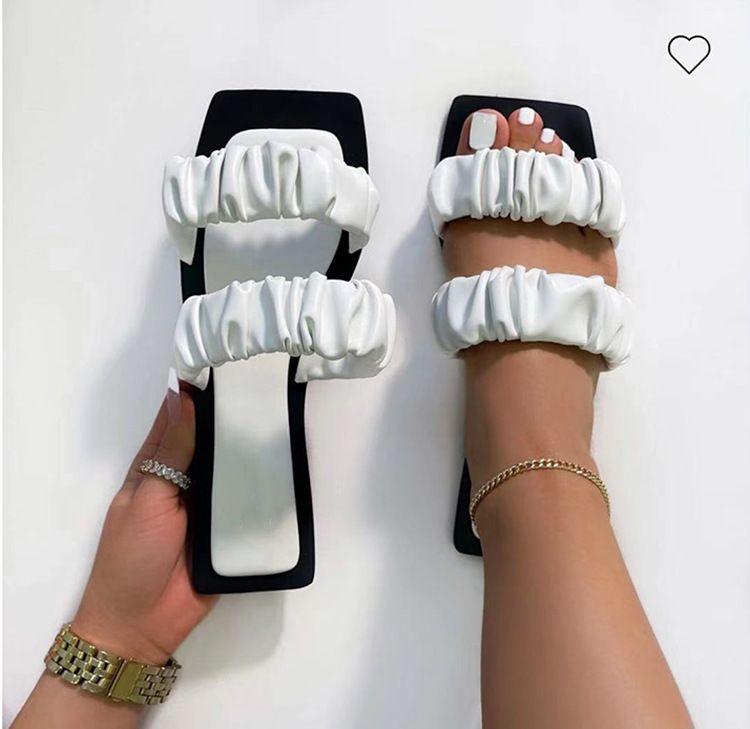 2021 المصممين الأوروبيون الصنادل الأمريكية الأحذية المسطحة في الأسهم أحذية الشرائح النعال 9358