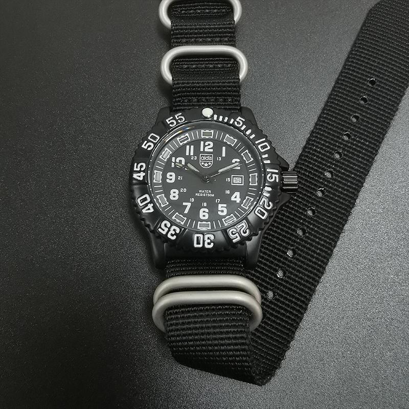 Armbanduhren armee militärische stil 50m wasserdichte leuchtende quarzuhr uhr armbanduhr männlich sporting / wandern / camping