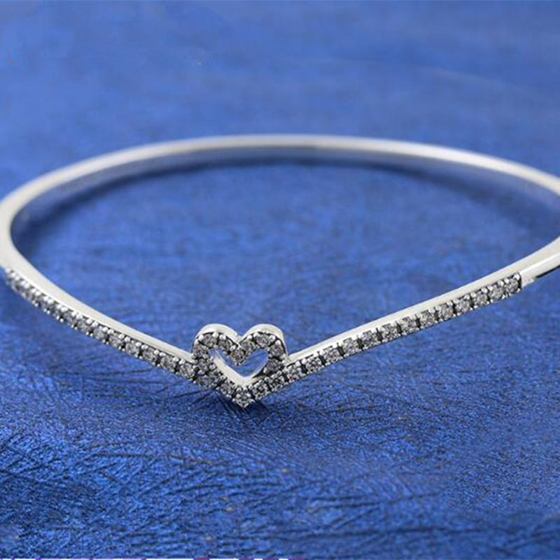 2021High-Qualität 925 Sterling Silber Funkelnder Knochen Herz Armreif Armband passt europäischen Pandora-Stil Schmuck Charms und Perlen 599297C01