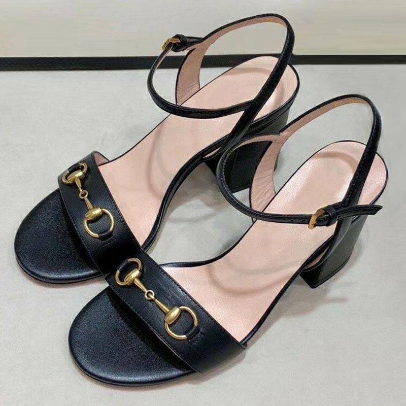 Sandales d'été Cuir Designer Femme Talons High High Sold Casual Fashion Black One-Word Boucle Bott Style Style de fée Chaussures de bureau