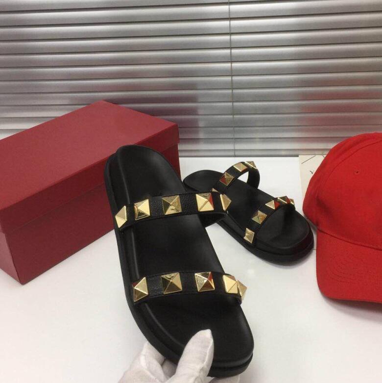 Marka Tasarımcıları Yaz Terlik Perçinler Açık Toes Platformu Sandalet Düz Kadın Plaj Ayakkabı Moda Açık Terlik