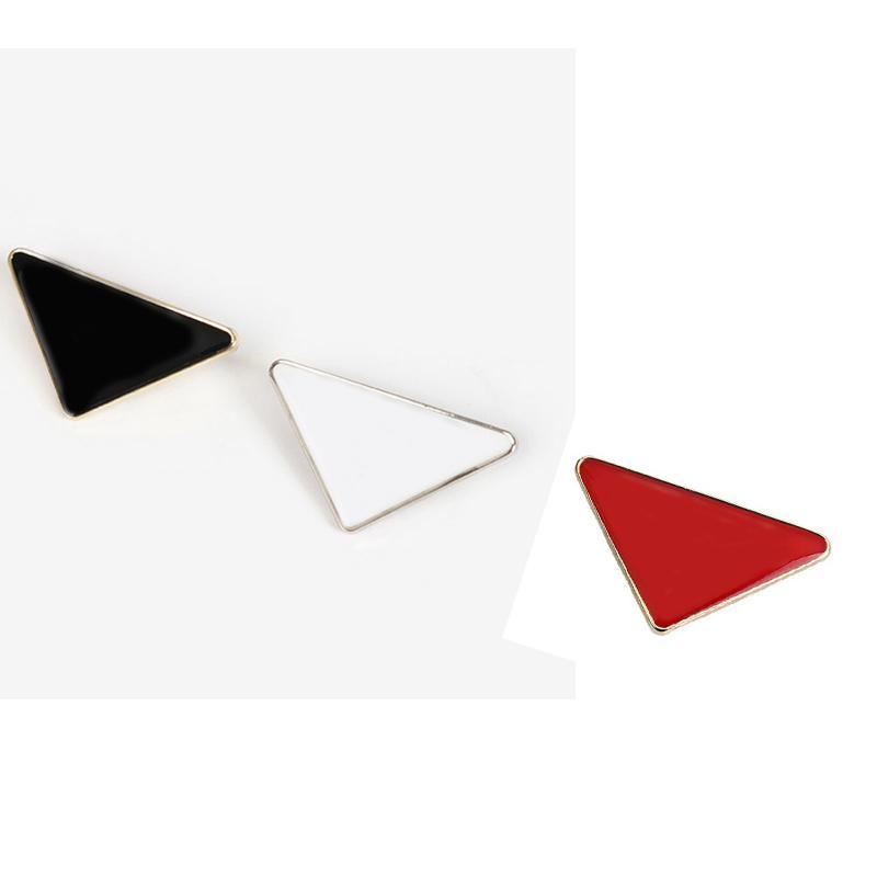 3.6 * 2.2cm 금속 삼각형 편지 브로치 정장 옷깃 핀 선물 파티 패션 쥬얼리 액세서리 3 색 도매 가격