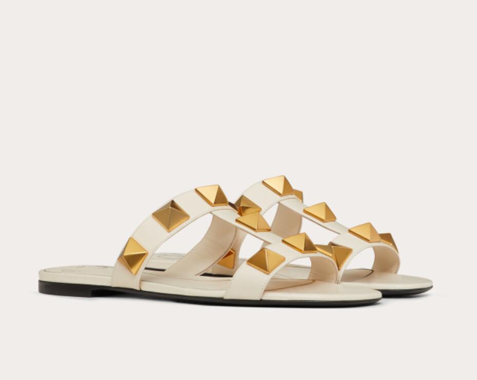 Мода дизайнер летние бренды рок-гвоздики теленокскин кожаная сандалия с дамами заклепки леди сандалии удобные ходьбы пляжные скольжения плоские ЕС 35-43