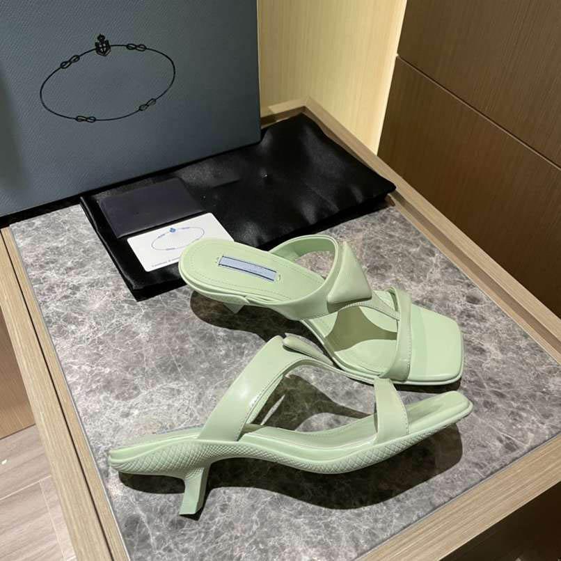 2021 marca designers de luxo primavera e verão mulheres apontou chinelos liso chinelos tamanho 35-40 confortável alta qualidade com caixa de poeira de caixa