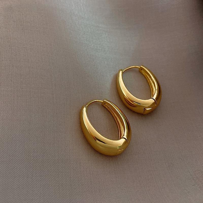 Boucles d'oreilles en alliage de cuivre en cuivre lisse de mode coréenne pour femmes 2021 Bijoux Tempérament Filles Daily Wear Huggie