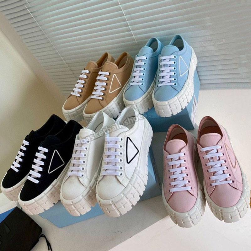 Mulheres Luxurys Designers Canvas Sapatos Roda Dupla Nylon Gabardine Sneakers Superior com Logotipo Triângulo Tridual de Borracha Tridimensional