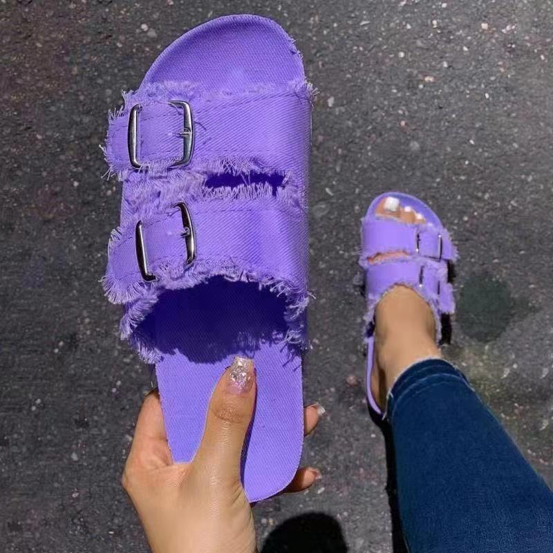 الصنادل 2021 الصيف النساء النعال مصمم العلامة التجارية الأحذية الأرجواني قماش معدني مشبك شقة شاطئ لينة وحيد