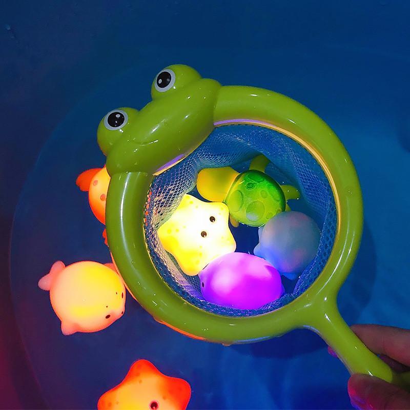 Baby Bath Toys Child Dolls Lindas Light Play en el agua Verano Flotador Ducha Muchachos y niñas