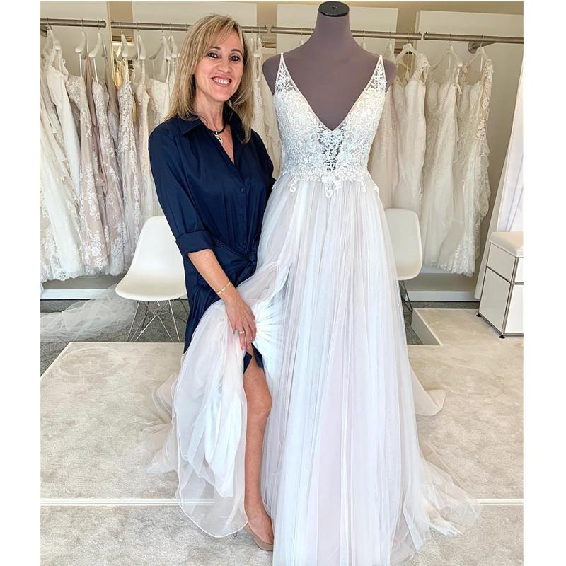Summer Wedding Dresses V Neck Backless Sweep Train A Line Lace Garden Beach Boho Country Bridal Gowns robes de mariee