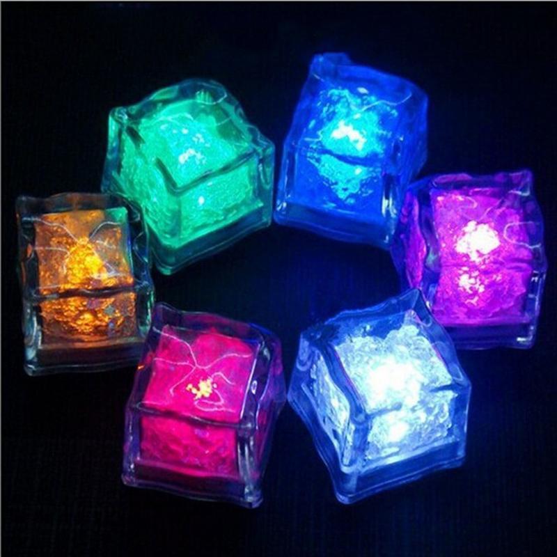 고품질 멀티 컬러 플래시 아이스 큐브 물 웨딩 바 크리스마스에 대 한 자동으로 자동화 된 플래시 LED 빛 플래시